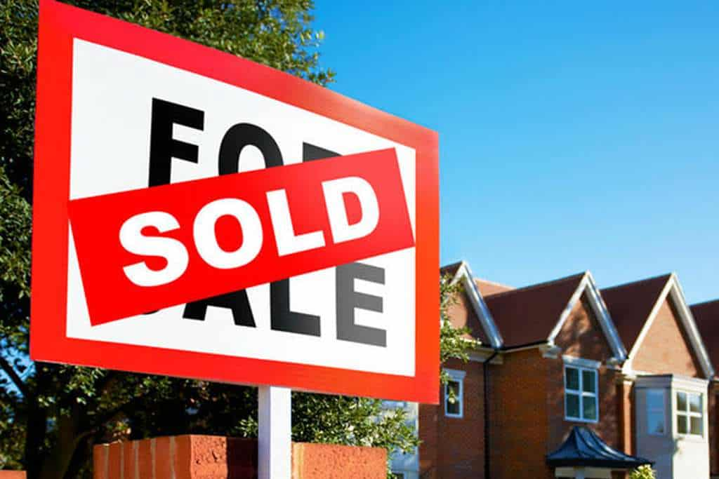 Sold sign after easy sale - We Buy Any Home UK